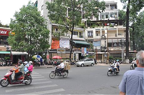 Bobs House Duy Tan Circle Saigon March 14, 2009